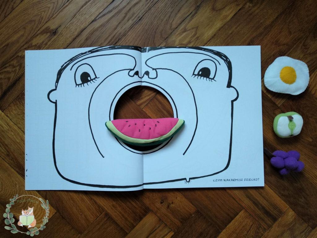 """H. Tullet """"Książka z dziurą"""": Czym nakarmisz dziecko?"""