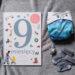 """okładka książki """"9 miesięcy. Od zarodka do noworodka! Przewodnik po ciąży dla całej rodziny"""" Courtney Adamo i Esther van de Paal"""